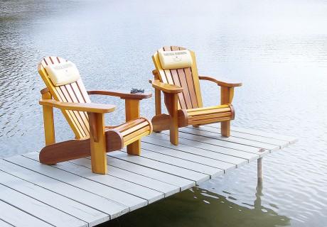 Der Garten ist Ihr Reich. Mit dem Whirlpoolhaus als Wellness-Oase. Nach dem vitalisierenden Bad zurücklehnen im kanadischen Sommerhaus-Klassiker, dem Muskoka-Chair. Aus Zedernholz gefertigt, einfach und genial, mit mehr als 100 Jahren Tradition.