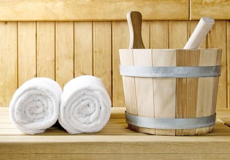 Die wohlige Wärme der Infrarotkabine löst Spannungen – im Körper und im Geist. Mit der Sauna im eigenen Garten sind Sie ganz nah an der Natur und genießen ein besonders ursprüngliches Erlebnis. Für jeden Stil findet sich die passende Außen-Sauna und für besonders behagliches Flair sorgt eine Fass-Sauna.